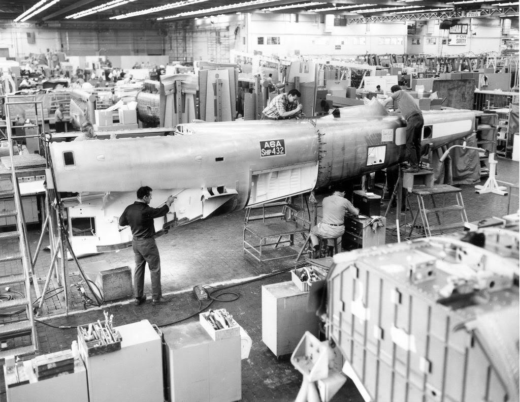 Grumman A-6 Intruder y EA-6B Prowler Grum176Plant2A6Ajoiningfixture