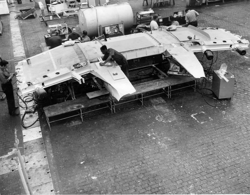 Grumman A-6 Intruder y EA-6B Prowler Grum177Plant2A6Aassembly