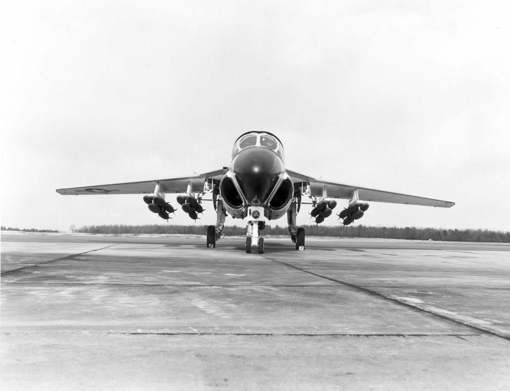 Grumman A-6 Intruder y EA-6B Prowler Grum303CalvertonA-6Intruderover600m