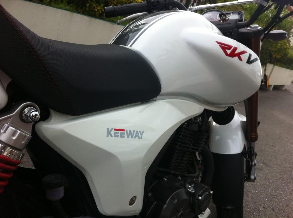 Pegatinas y vinilos personalizados para tu moto 51B55F8A-4AFA-4B27-BD9D-F56DFDCBB69F-181-0000000B68243793
