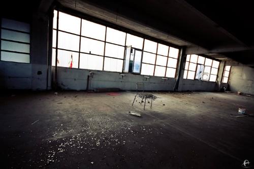 Un hangar apparement abandonné 01-1_zpsee849c05