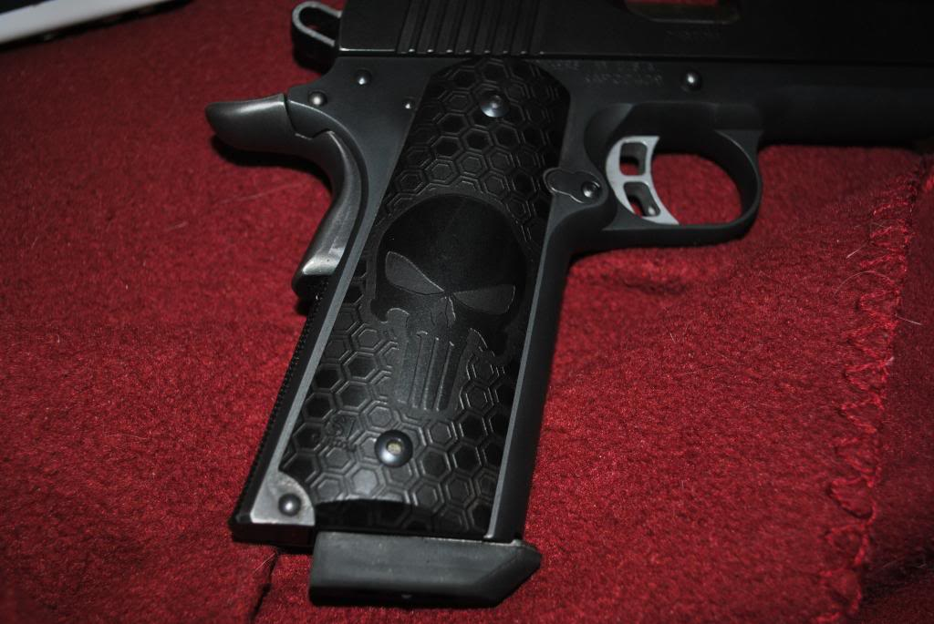 Kimber 1911 becomes the Punisher! DSC_0588_zpsf1ac01bd