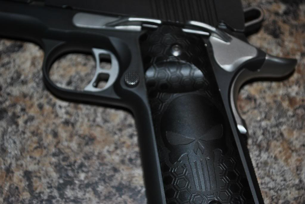 Kimber 1911 becomes the Punisher! DSC_0831_zpsba2632d6