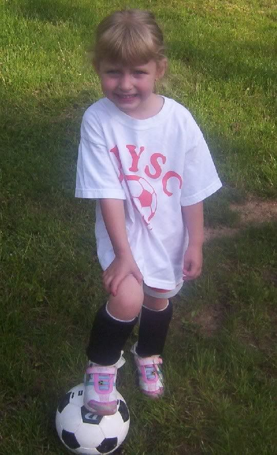 enjoy the pics of my 4 year old sister..... Avesoccer2