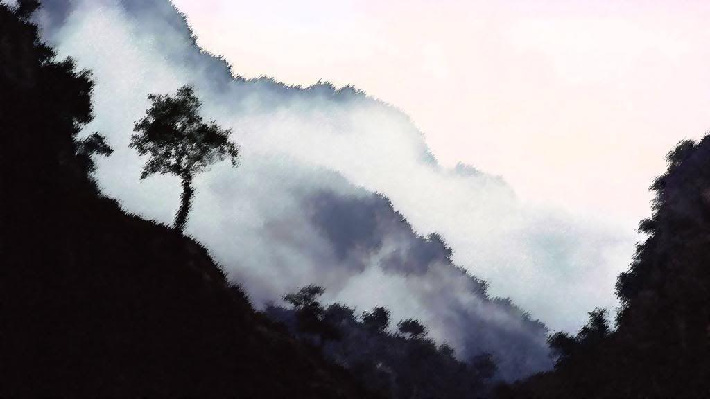 அழகு மலைகளின் காட்சிகள் சில.....01 - Page 2 Misty_Mountains-ehnanced_2_zpsbca2930d
