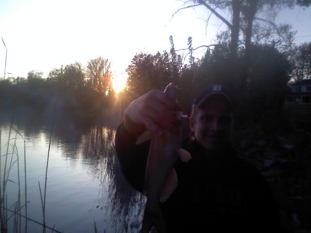 River catfishing is on fire!!!!!!!!! Lots of pics-channels bulls sheephead 0426102001