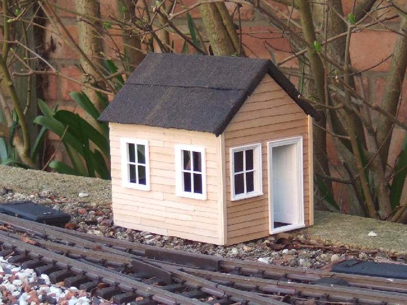 Resurrecting another long-lost thread... the Scampington Signal Cabin JM_Sig_Cabin_1