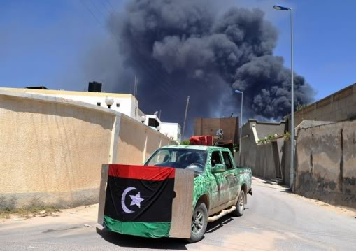 Pick up (meng) au 1/35 Libye-misrata-thowar-tentent-contenir-chars-kadhafi-637951