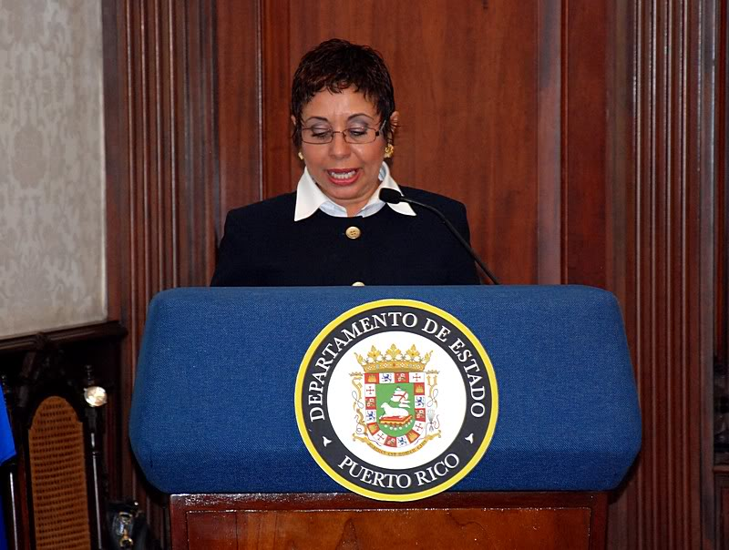 Ceremonia de primer dia de venta Sello de la bandera de Puerto Rico 20110811-04015