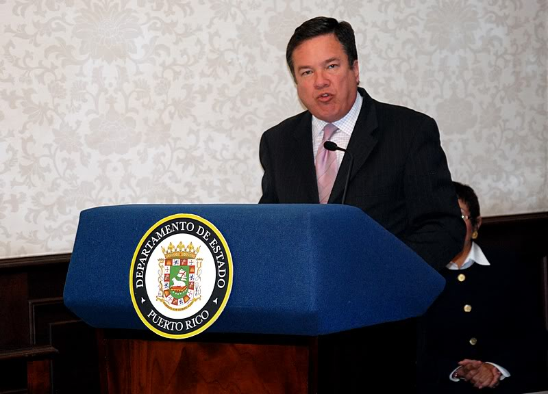 Ceremonia de primer dia de venta Sello de la bandera de Puerto Rico 20110811-04031