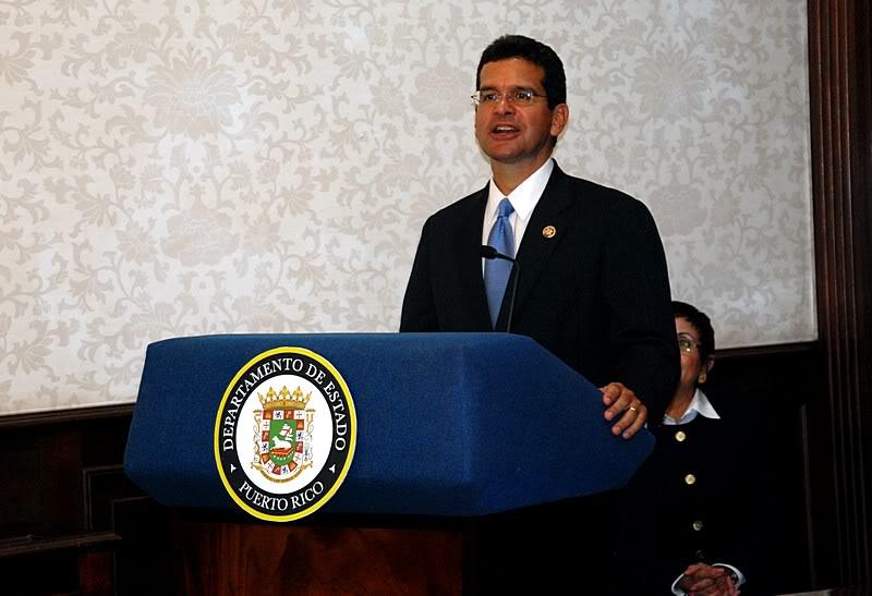 Ceremonia de primer dia de venta Sello de la bandera de Puerto Rico 20110811-04034