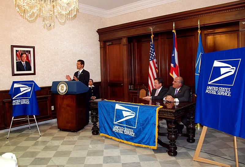 Ceremonia de primer dia de venta Sello de la bandera de Puerto Rico 20110811-04039