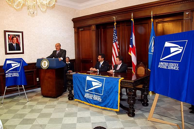 Ceremonia de primer dia de venta Sello de la bandera de Puerto Rico 20110811-04041