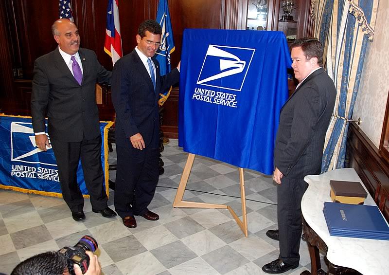 Ceremonia de primer dia de venta Sello de la bandera de Puerto Rico 20110811-04042