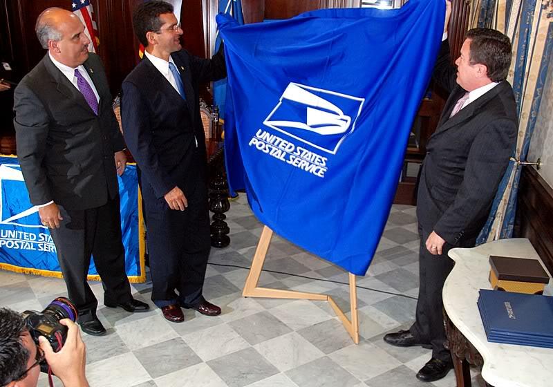 Ceremonia de primer dia de venta Sello de la bandera de Puerto Rico 20110811-04044