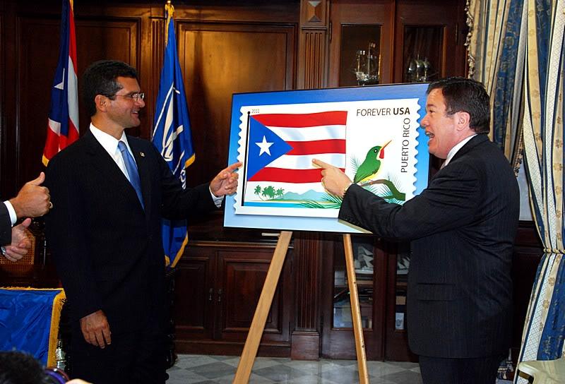 Ceremonia de primer dia de venta Sello de la bandera de Puerto Rico 20110811-04049