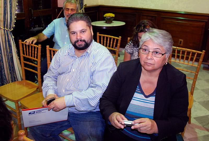 Ceremonia de primer dia de venta Sello de la bandera de Puerto Rico 20110811-04058