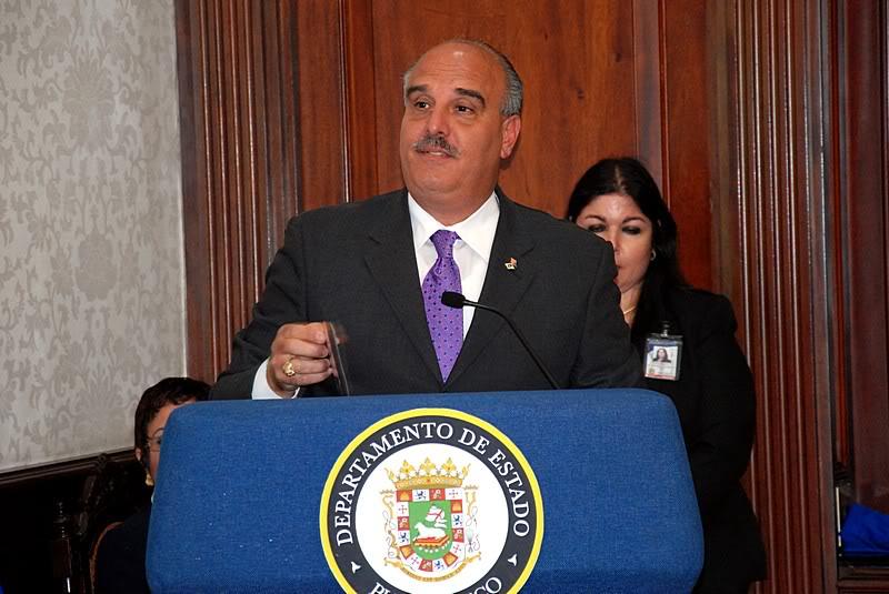 Ceremonia de primer dia de venta Sello de la bandera de Puerto Rico 20110811-04061