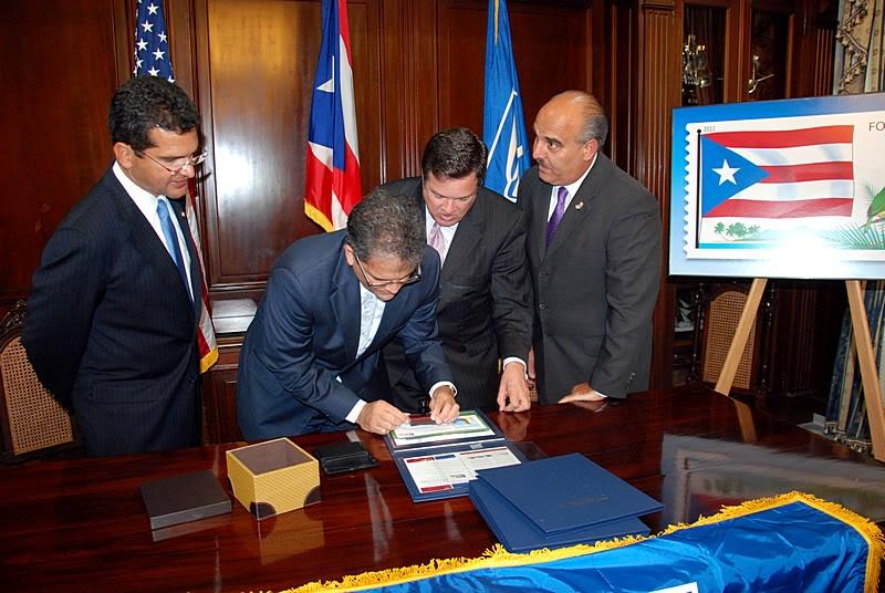 Ceremonia de primer dia de venta Sello de la bandera de Puerto Rico 20110811-04068