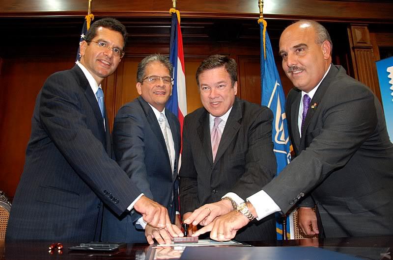 Ceremonia de primer dia de venta Sello de la bandera de Puerto Rico 20110811-04083