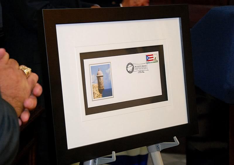 Ceremonia de primer dia de venta Sello de la bandera de Puerto Rico 20110811-04102