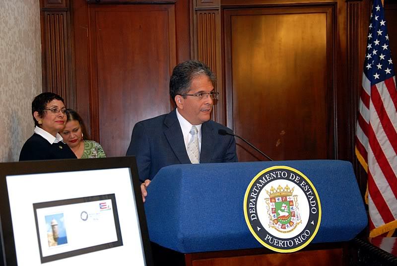 Ceremonia de primer dia de venta Sello de la bandera de Puerto Rico 20110811-04116