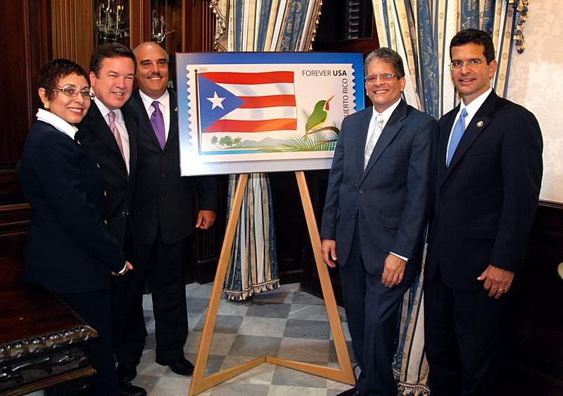 Ceremonia de primer dia de venta Sello de la bandera de Puerto Rico 20110811-04123