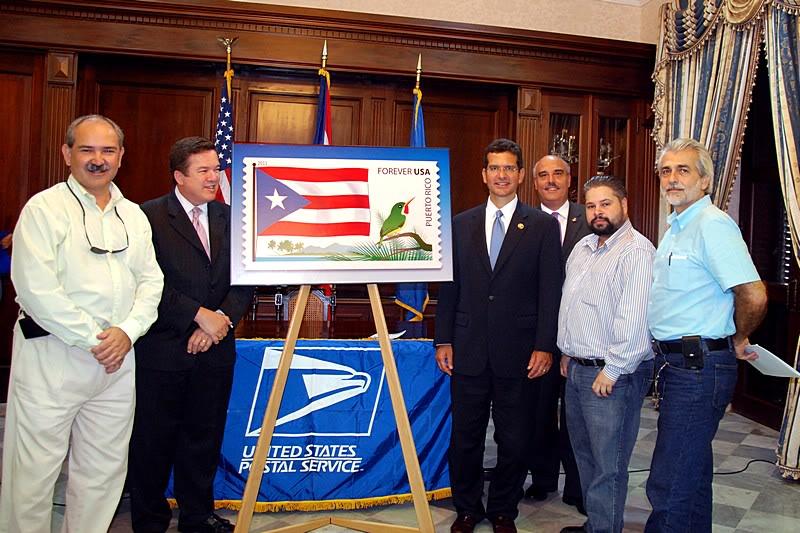 Ceremonia de primer dia de venta Sello de la bandera de Puerto Rico 20110811-04125