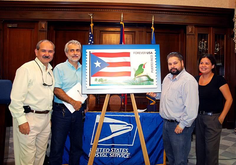 Ceremonia de primer dia de venta Sello de la bandera de Puerto Rico 20110811-04128