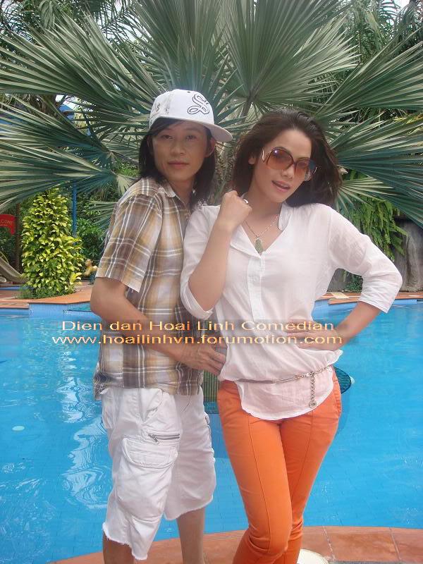 Hoài Linh...tình tứ với nữ ca sĩ Nhật Kim Anh Dsdsdbmp