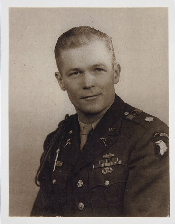 Major Richard Winters Content_Dick_Winters_Formal_Portrait_as_a_Major