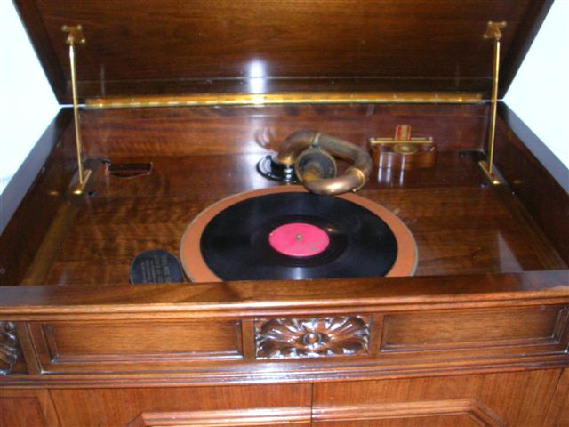 Let's see your phonograph collection....... Credenza2