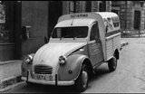 Photos et cartes postale 2cv camionnette  - Page 4 Th_Pescados-Cortina2cv_zps5fb56c20