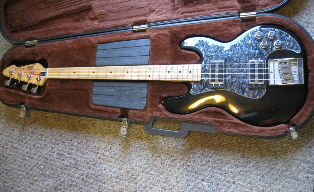 Wanted Black/Maple or red  T-40 please! Peavey