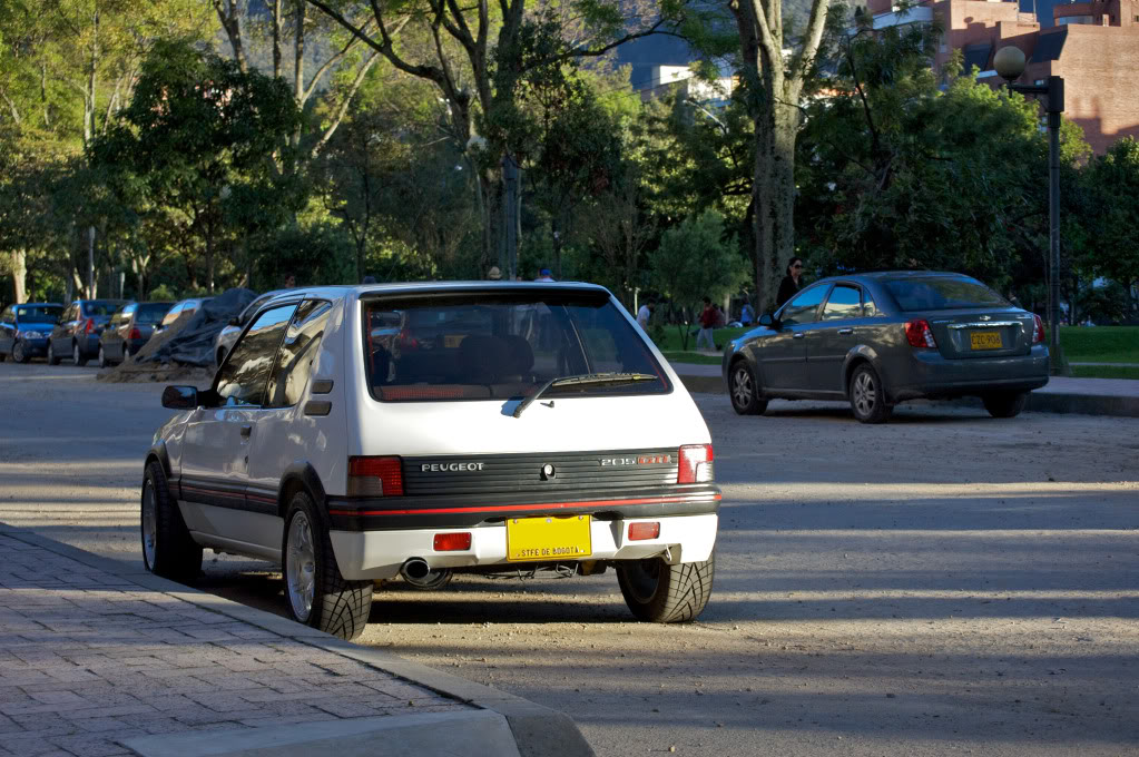[Mercurio] 205 GTI 1.6 1992, Blanc Meije a Bogotá, Colombie - Page 3 205GTIEnero20126