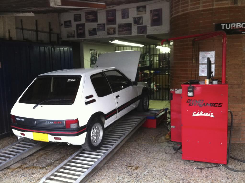[Mercurio] 205 GTI 1.6 1992, Blanc Meije a Bogotá, Colombie 205GTIFeb01201120