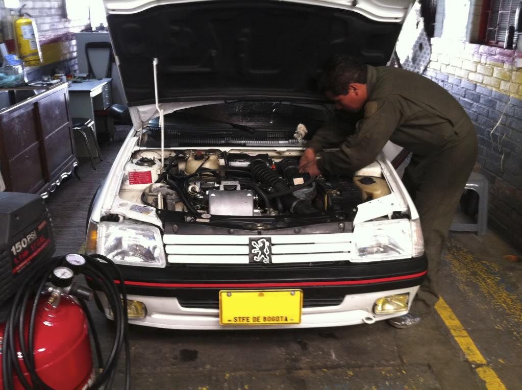 [Mercurio] 205 GTI 1.6 1992, Blanc Meije a Bogotá, Colombie 205GTIFeb0120113