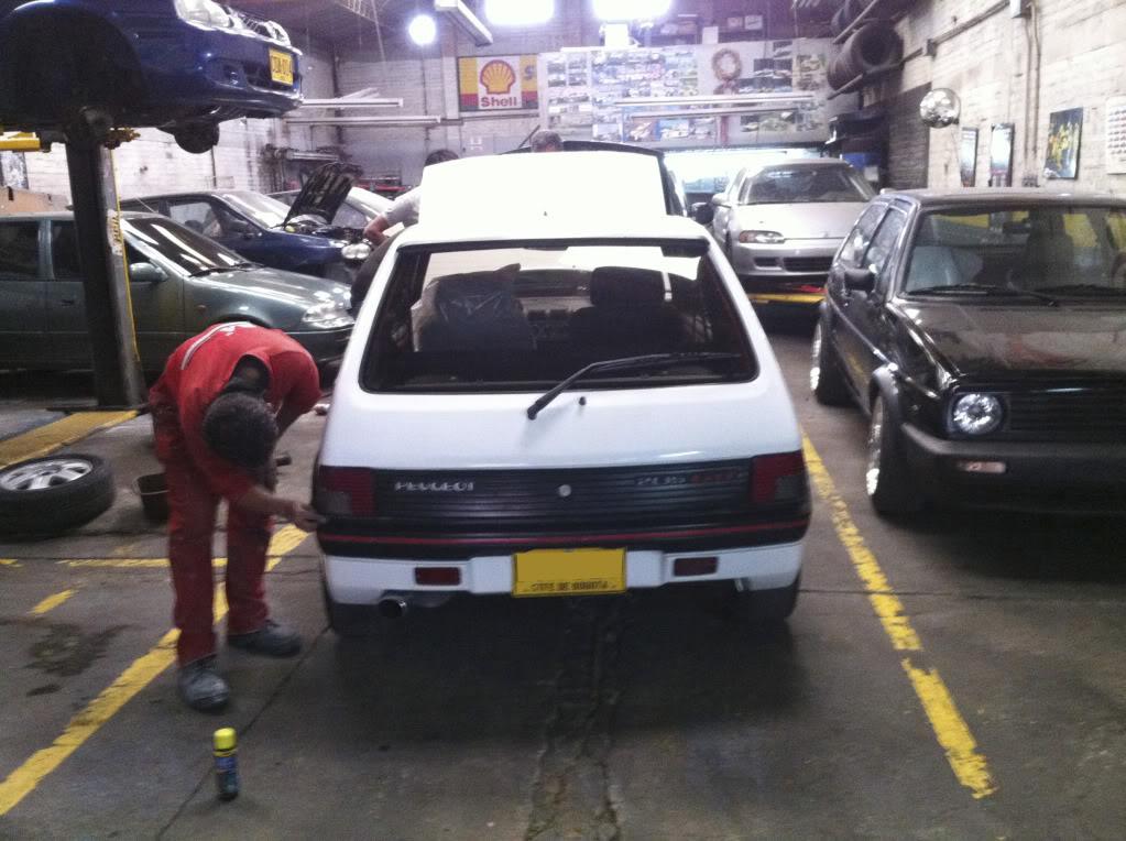 [Mercurio] 205 GTI 1.6 1992, Blanc Meije a Bogotá, Colombie 205GTIFeb0120114