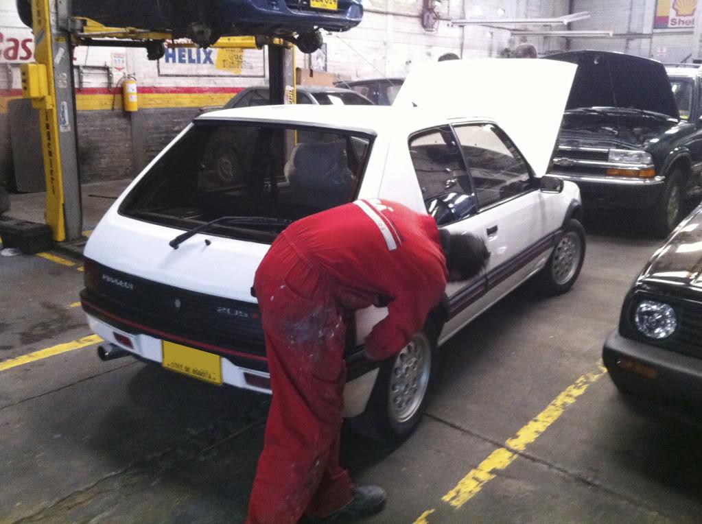 [Mercurio] 205 GTI 1.6 1992, Blanc Meije a Bogotá, Colombie 205GTIFeb0120115
