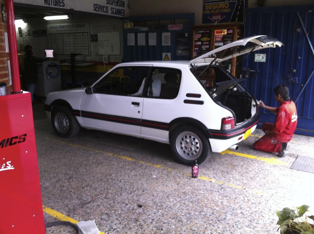 [Mercurio] 205 GTI 1.6 1992, Blanc Meije a Bogotá, Colombie 205GTIFeb0120119