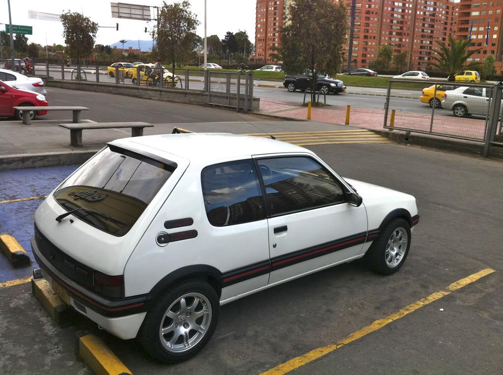 [Mercurio] 205 GTI 1.6 1992, Blanc Meije a Bogotá, Colombie - Page 3 205GTINiza4