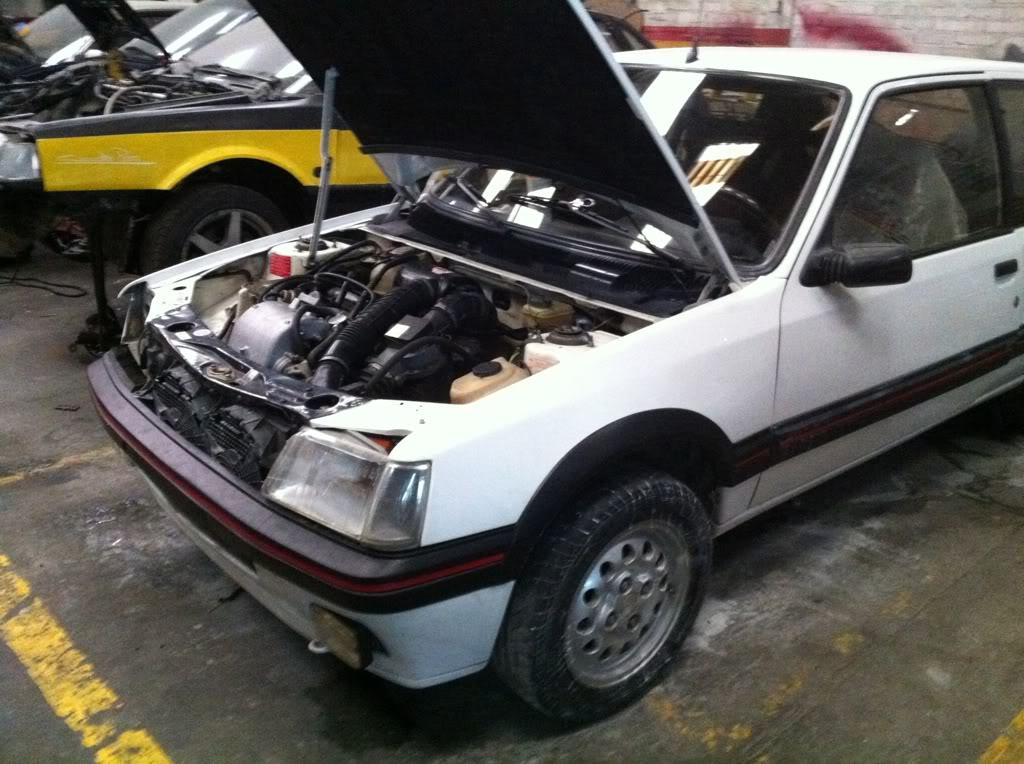 [Mercurio] 205 GTI 1.6 1992, Blanc Meije a Bogotá, Colombie 6a7491c5