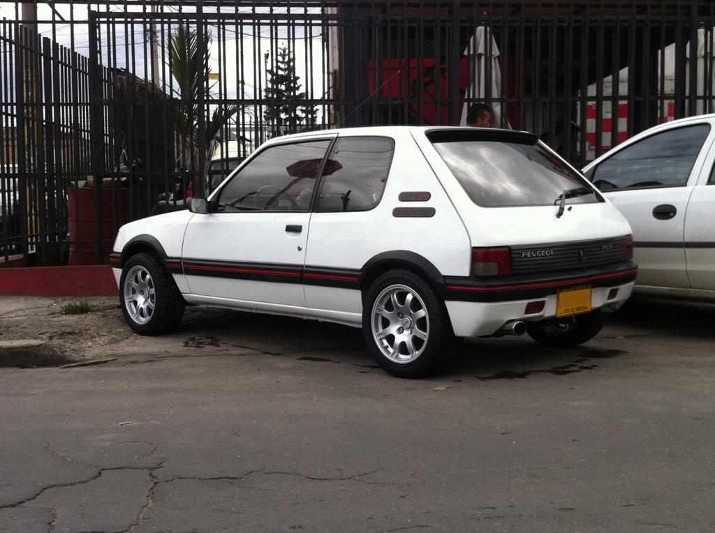 [Mercurio] 205 GTI 1.6 1992, Blanc Meije a Bogotá, Colombie C489b392
