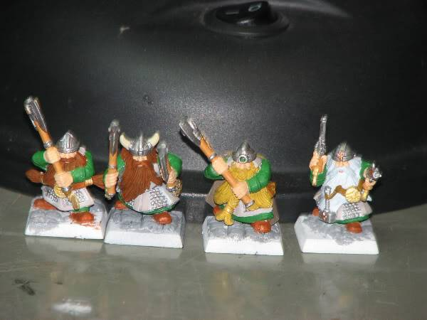 Dwarfs going for a dip! Now with some greenskins. Dorfsfordipping