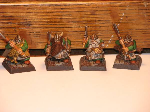 Dwarfs going for a dip! Now with some greenskins. Dorfsfordippingdipped