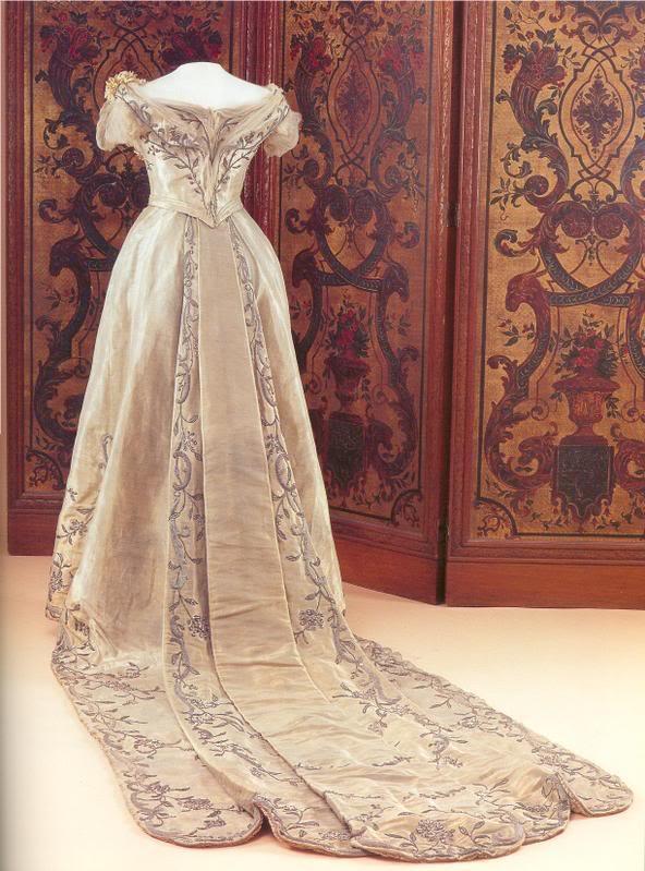 NOVIAS DEL AYER - Página 2 Wilhelminaweddingdress