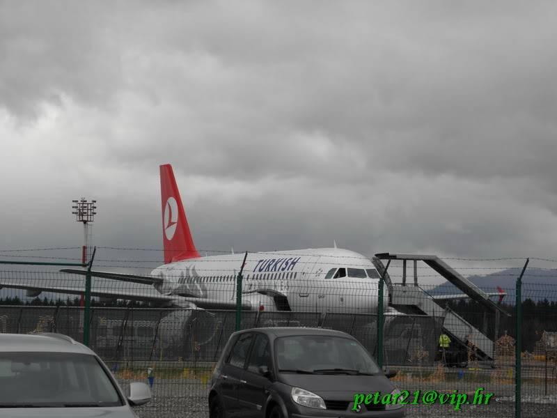 Zrakoplovi na letališču Brnik (Ljubljana) P3213205