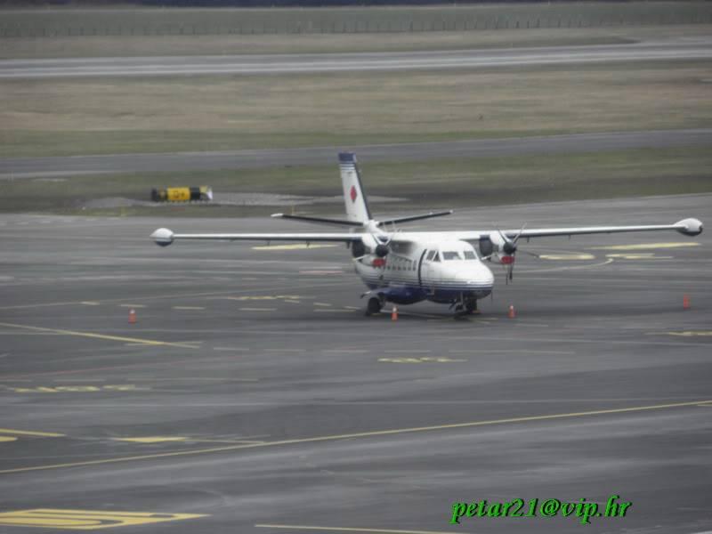 Zrakoplovi na letališču Brnik (Ljubljana) P3213214