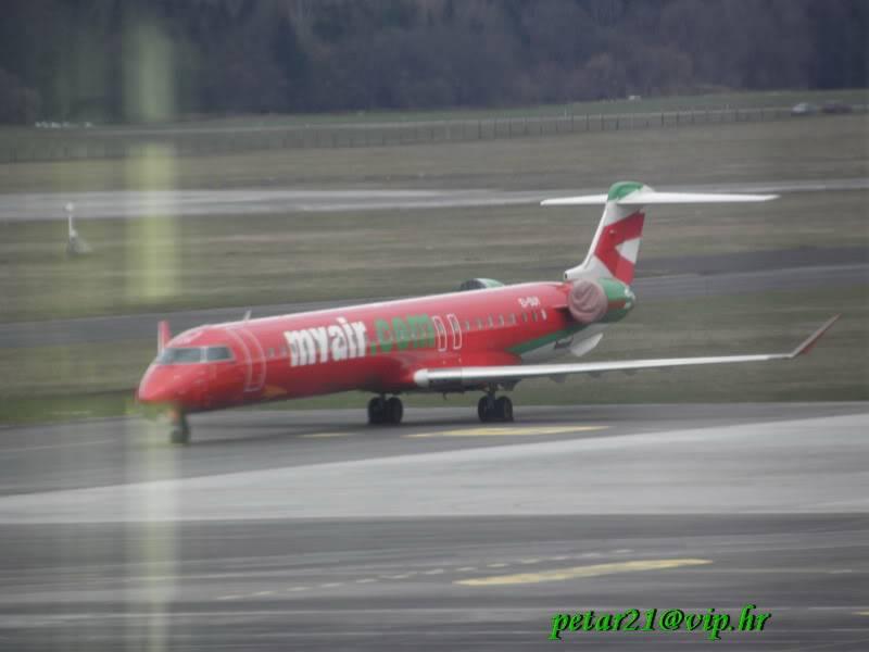 Zrakoplovi na letališču Brnik (Ljubljana) P3213215