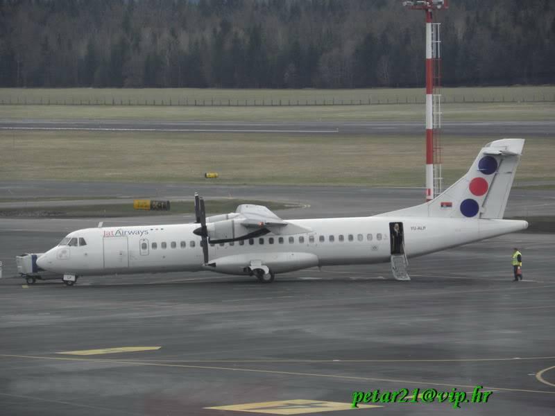 Zrakoplovi na letališču Brnik (Ljubljana) P3213256